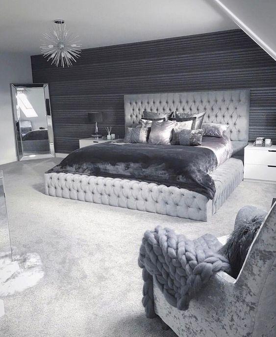Мягкая кровать с подъёмным механизмом Renato