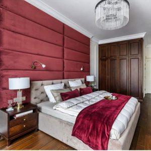 Кровать с мягкой стеновой панелью из велюра