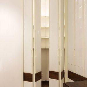 Встроенный шкаф со складными дверьми