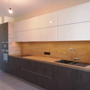 Стильная кухня с деревянной столешницей