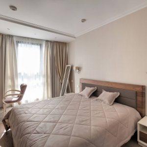 Современная спальня в нежных тонах