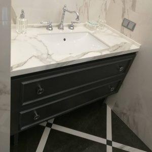 Классическая тумба в ванную комнату