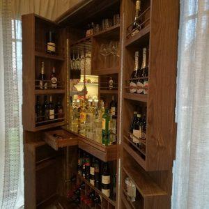 Шикарный винный шкаф