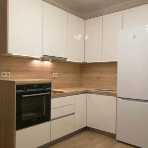 Небольшая угловая кухня
