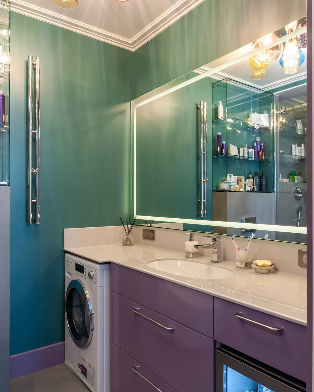 Тумба в ванную комнату с встроенным холодильником для косметики