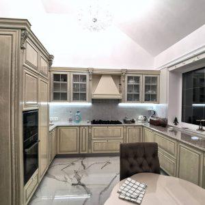 Классическая кухня с эксклюзивными фасадами из массива Дуба