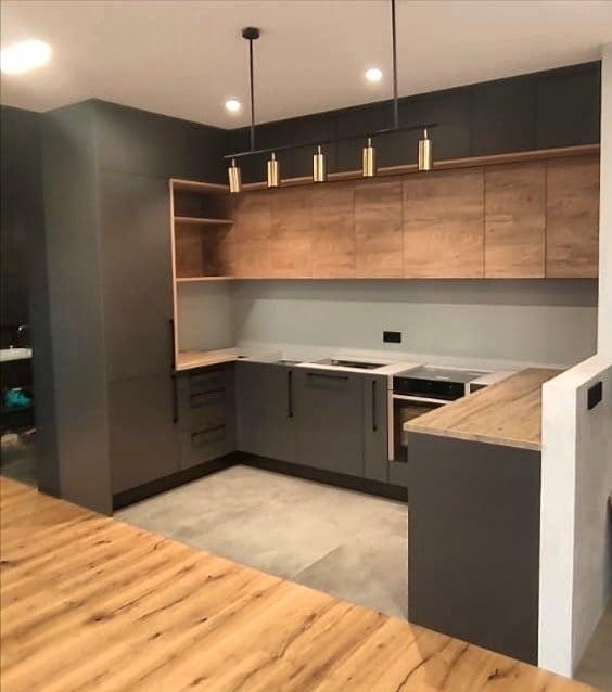 Стильная кухня в потолок