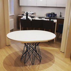 Стильный обеденный стол от дизайнера