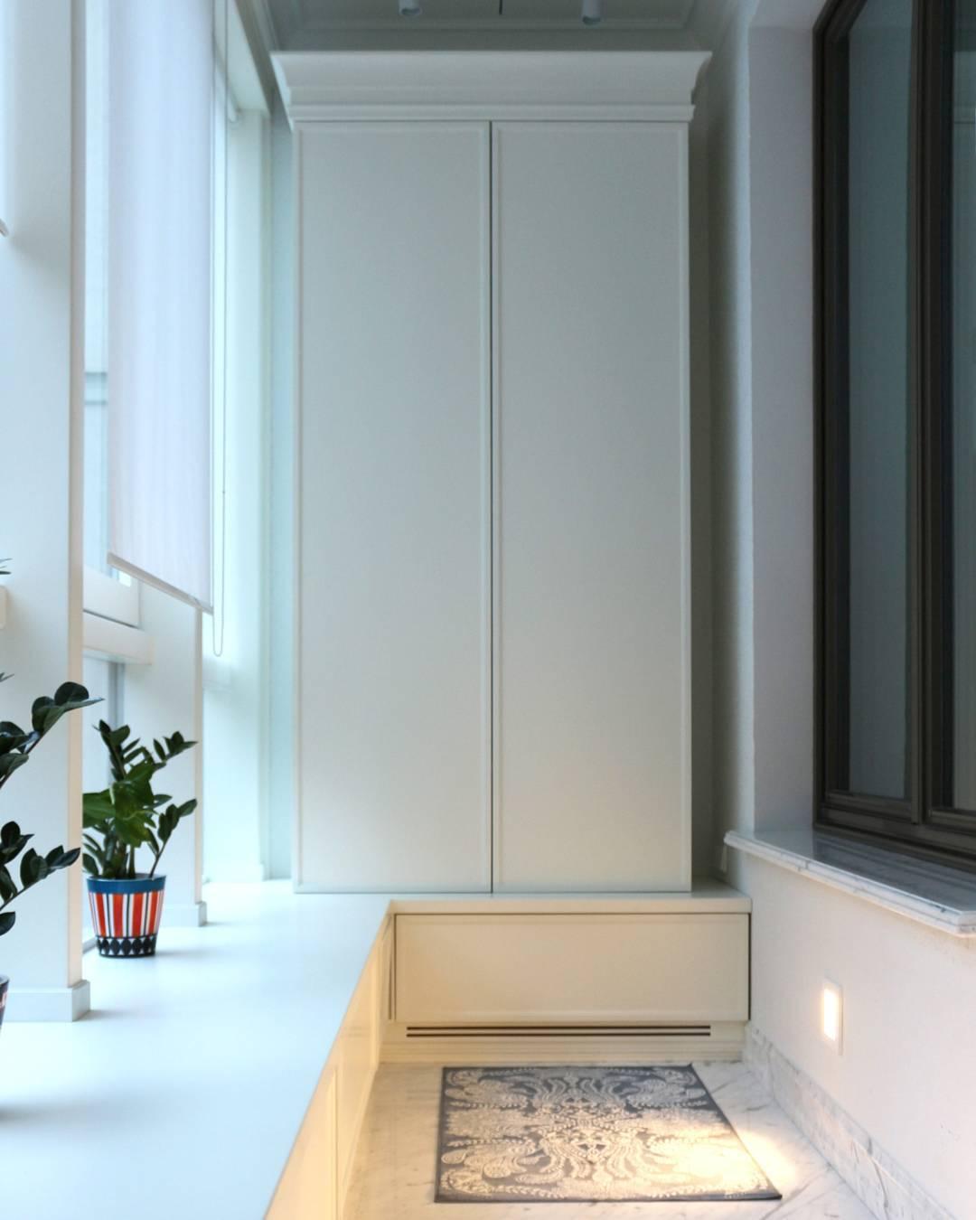 Система хранения на светлой лоджии