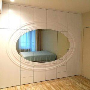 Шкаф со встроенным зеркалом