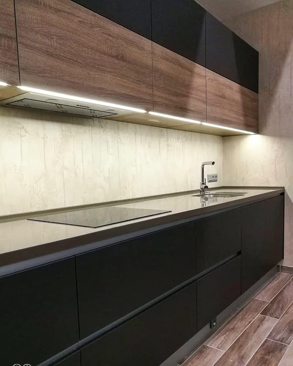 Современная кухня с продуманной подсветкой