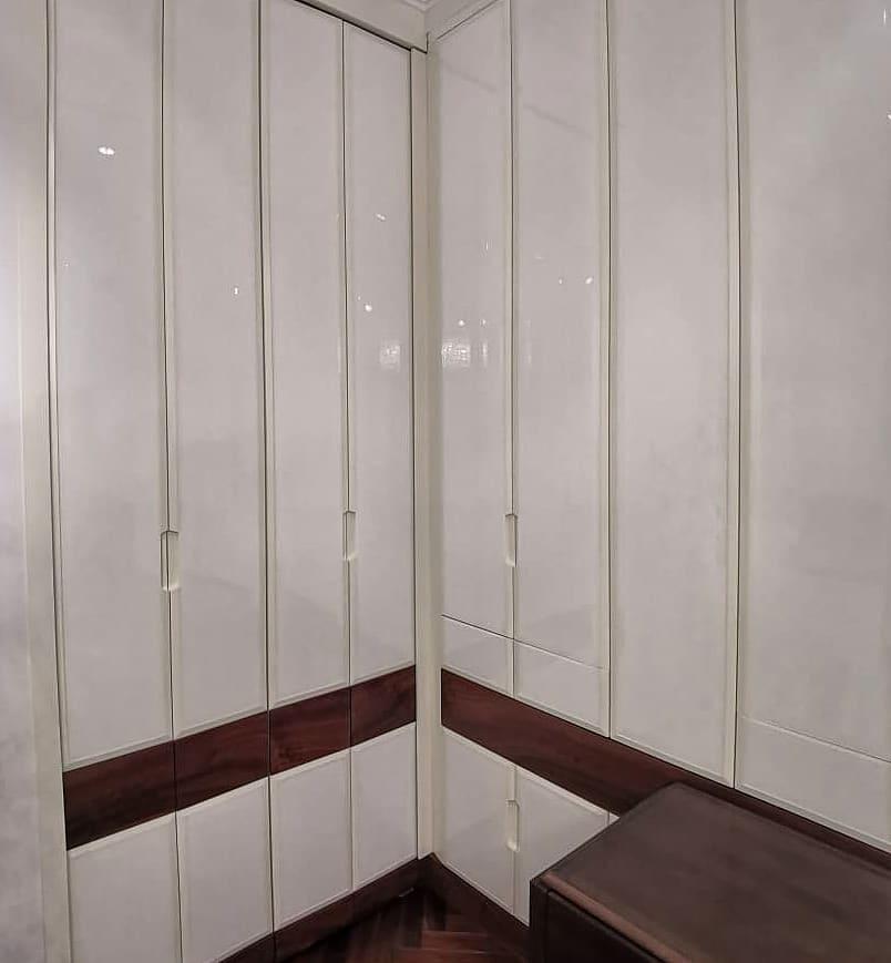 Встроенный шкаф в стену зигзагом