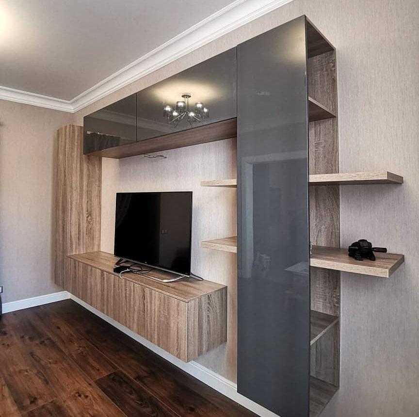 Современная подвесная стенка в гостиную