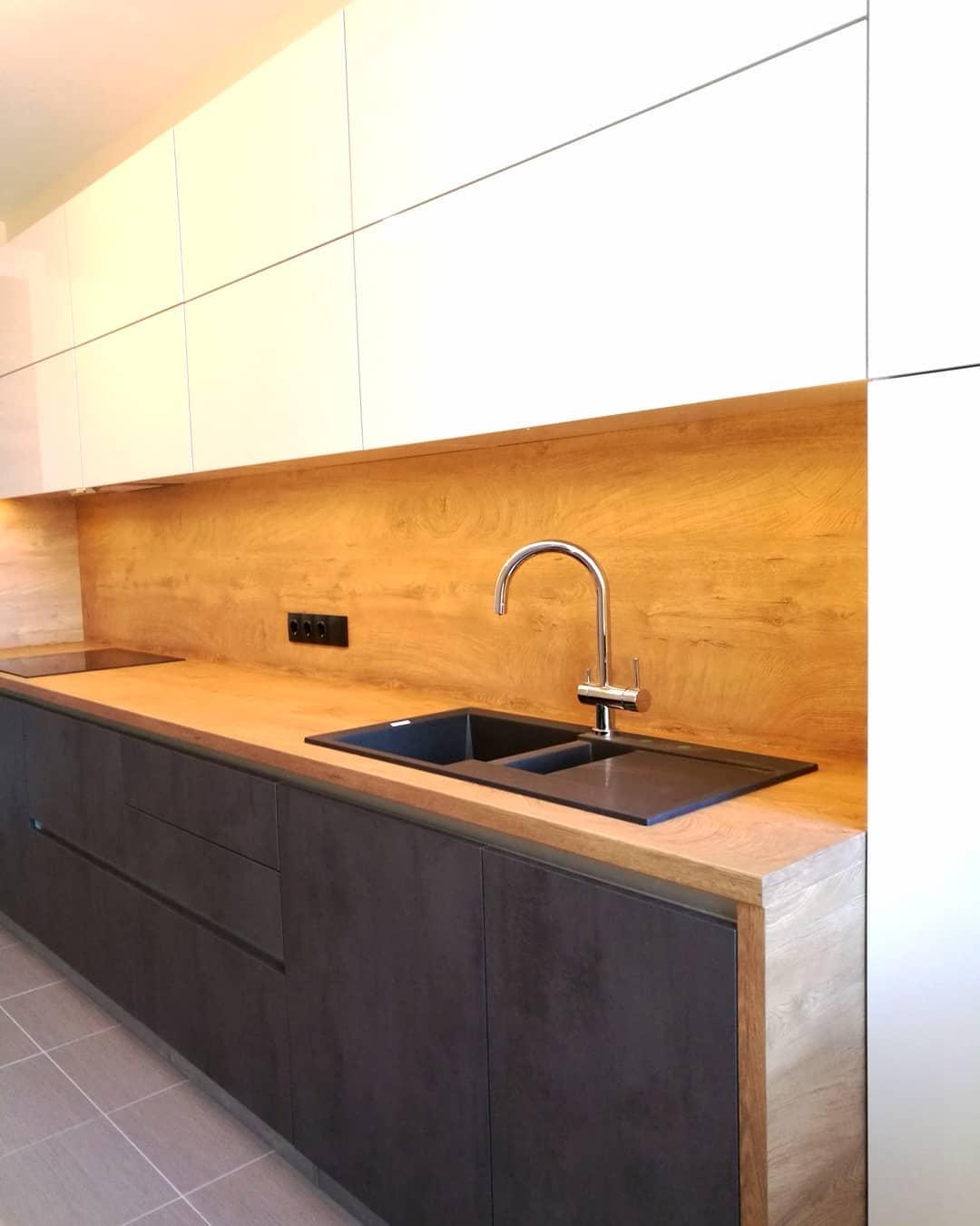 Лаконичная кухня со стильными фасадами