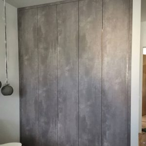 Вместительный встроенный шкаф в стиле Лофт
