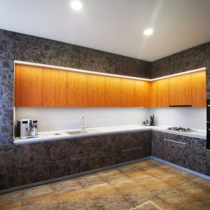 Шикарная угловая кухня в современном стиле