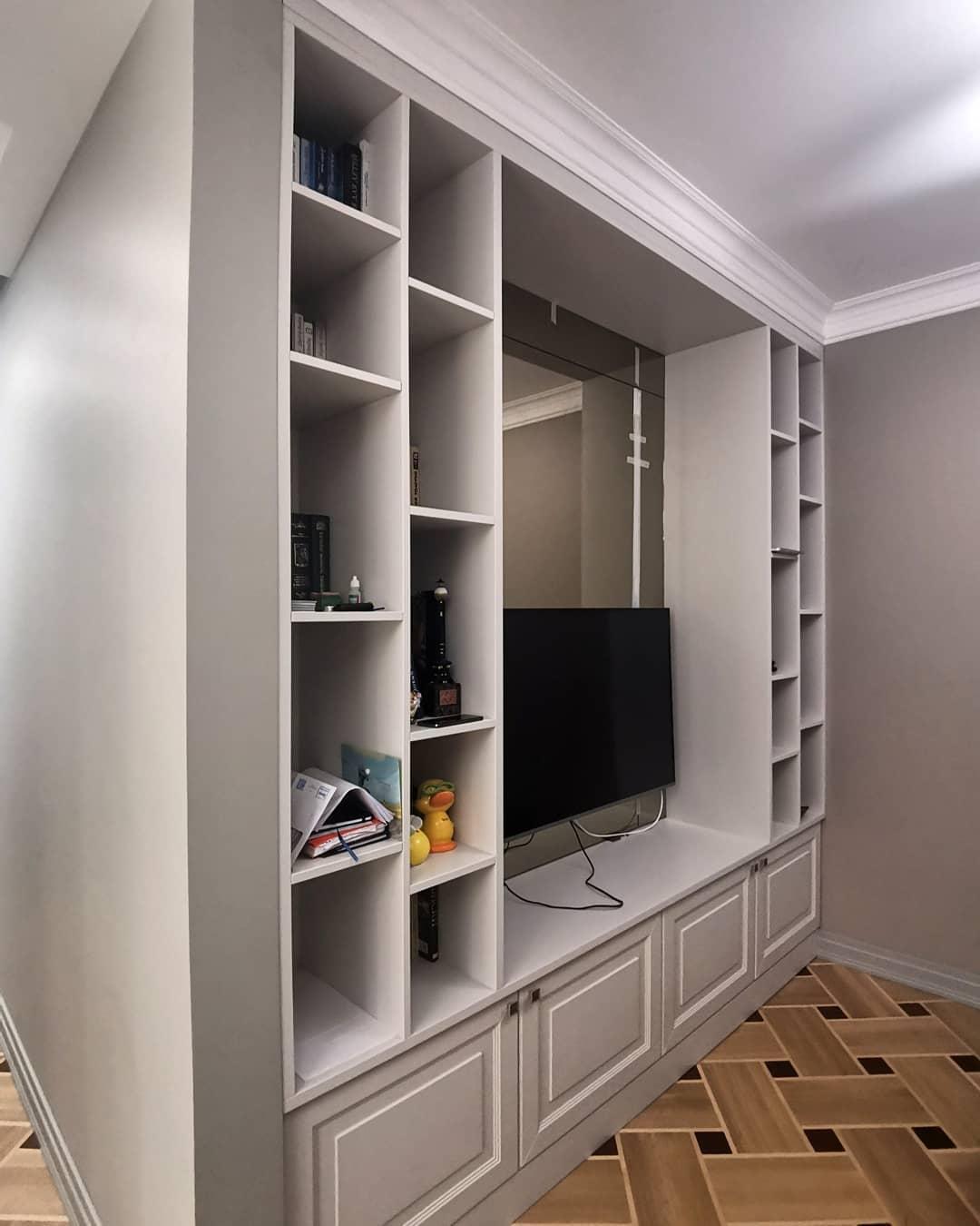 Вcтроенный шкаф под TV в стиле Современной классики