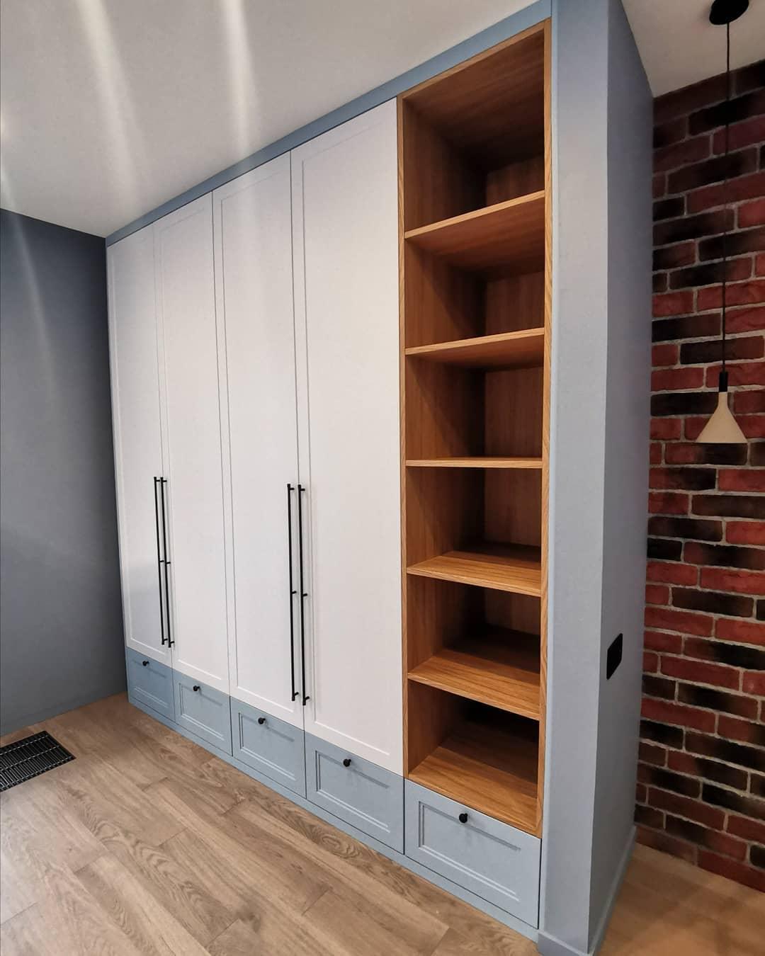 Стильный и вместительный встроенный шкаф