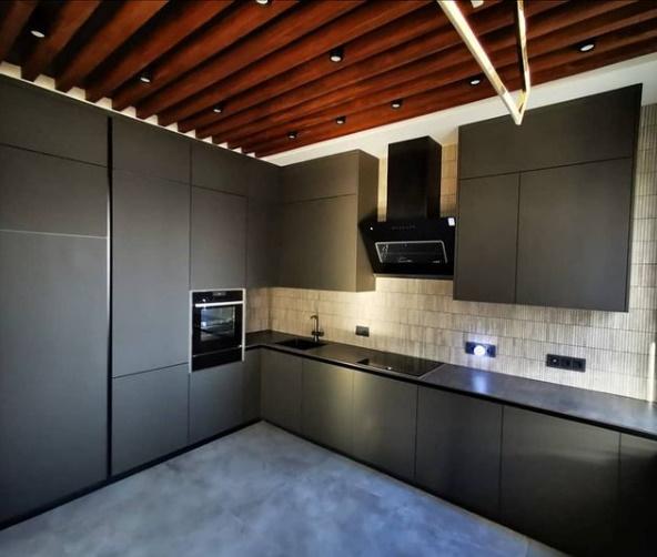 Лаконичная, современная кухня, фасады МДФ эмаль софт – тач