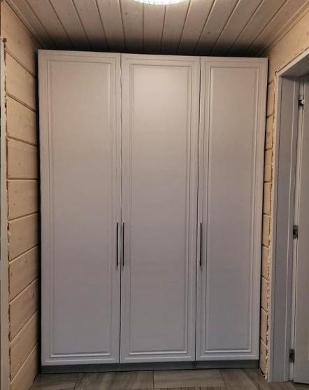 Шкаф из ЛМДФ с крашеными фасадами из МДФ